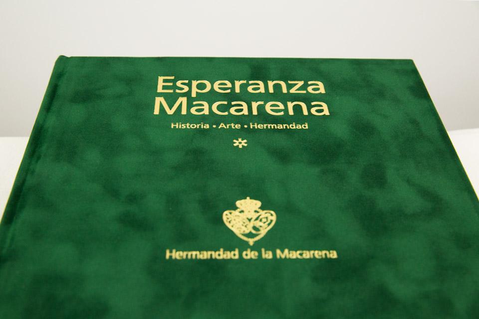 Esperanza Macarena: El libro oficial de la Hermandad de Semana Santa de Sevilla.