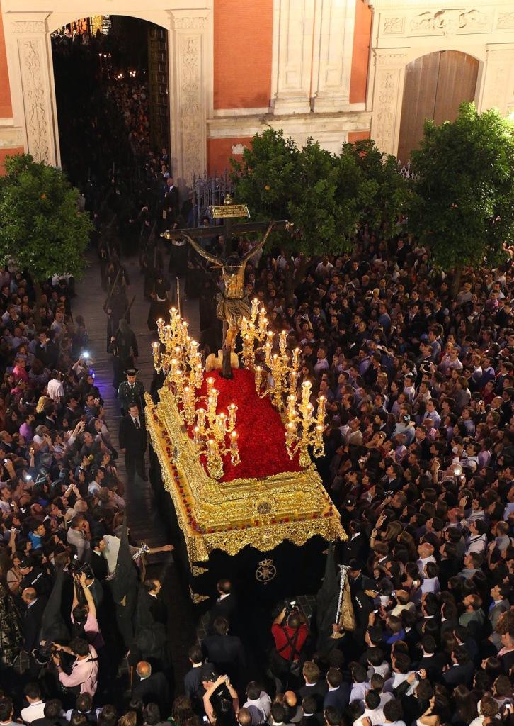 arte sacro : El Cristo del Amor en la Semana Santa de Sevilla.